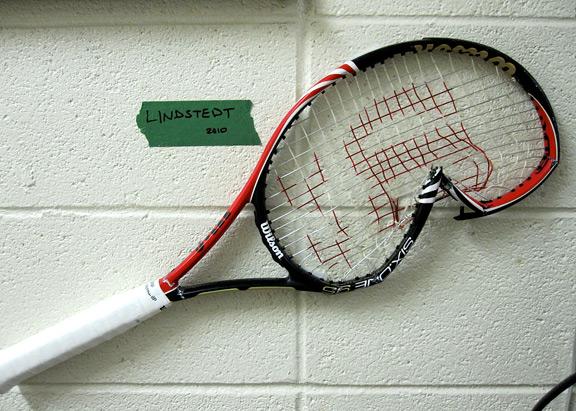 Robert Lindstedt broken racket