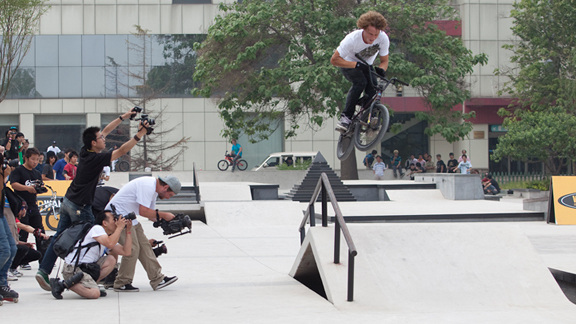 Dennis Enarson, bars to grind in China
