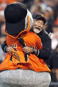 Robin Williams and Giants Macot