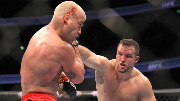 Tito Ortiz vs Matt Hamill