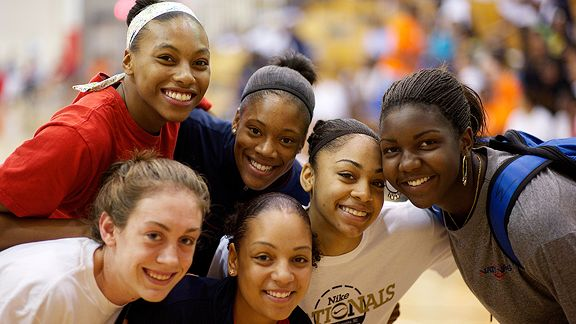 Betnijah Laney, Briyona Canty, Bria Smith, Elizabeth Williams, Cierra Burdick and Breanna Stewart