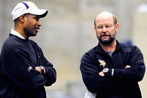 Minnesota Vikings defensive coordinator Leslie Frazier