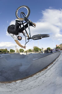 Ruben Alcantara dive bombs a pocket air at the new park in Malaga, Spain. That is classic Ruben style.