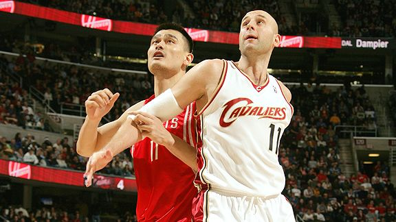 Yao Ming with the Houston Rockets and Zydrunas Ilgauskas with the Cleveland Cavaliers