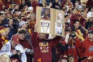 USC fan sign