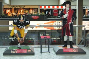 Pittsburgh airport statues