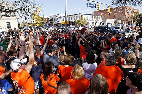 "Thousands of Auburn fans joined in at a ""Toomer's Tree Hug"" rally Saturday to show support for the historic trees that have been poisoned."