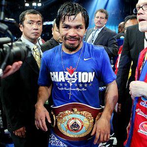 Manny Pacquiao defeats Shane Mosley