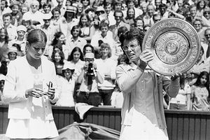In 1973, an 18-year-old Chris Evert was no match for Billie Jean King at Wimbledon.