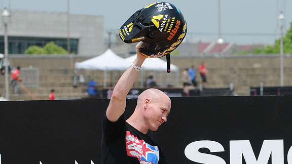 Chad Kagy raises his helmet to the fans in Shanghai.