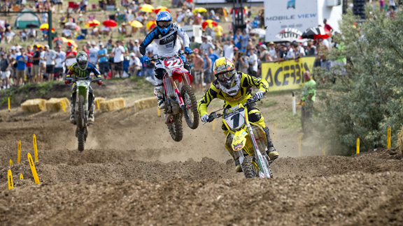 Ryan Dungey leads Chad Reed and Ryan Villopoto at Thunder Valley.