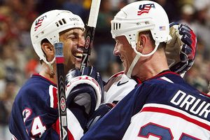 Chris Chelios and Keith Tkachuk