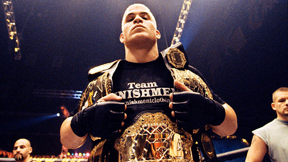 Tito Ortiz wins over Elvis Sinosic