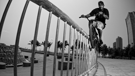 De La Rosa's brand of street riding went on to define a new style of street riding, influenced directly by life in New York City.