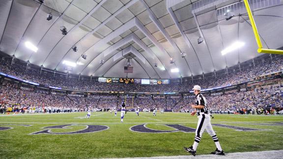 L A Keeps Eye On Vikings Stadium Fight Los Angeles