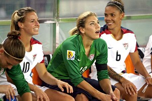 Solo sits with teammates Aly Wagner, left, and Natasha Kai after Solo was benched during the 2007 Women's World Cup.