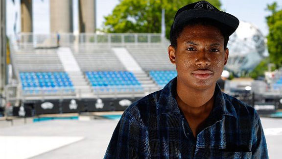 Ishod Wair is sweating in this photo because he doesn't stop. Maybe that's how he was able to win 100,000 as an amateur.
