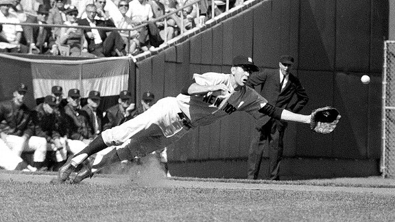 Yankees third baseman Clete Boyer dives for the ball during the 1962 World Series against the Giants.