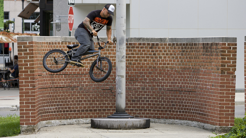 /photo/2011/1107/as_bmx_cody10_800.jpg