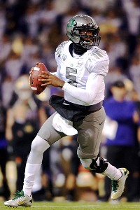 Oregon Ducks quarterback Darron Thomas