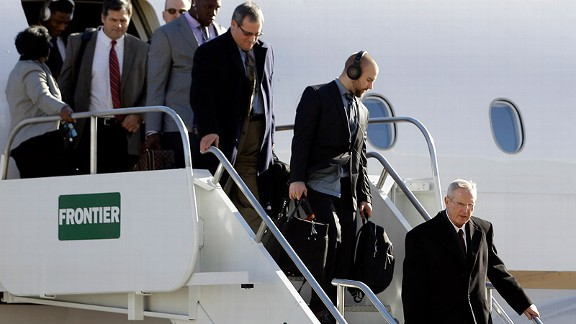 Giants Arrive in Indy for the Super Bowl
