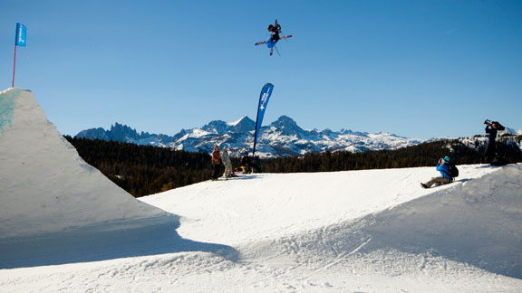 Torin Yater-Wallace competing in slopestyle at the Mammoth U.S. Grand Prix.