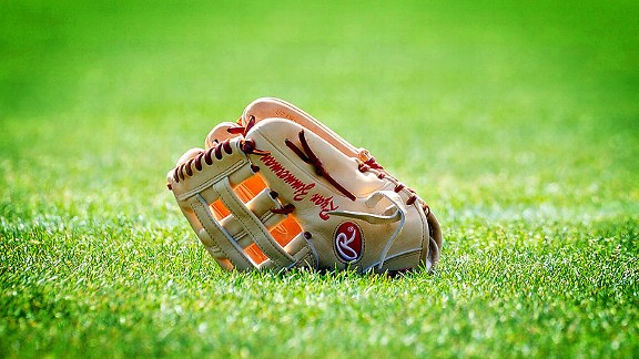 Mlb_u_glove01jr_576