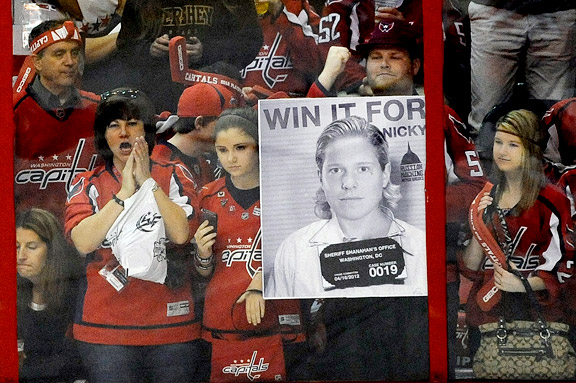 Nicklas Backstrom fan with sign