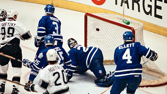 Wayne Gretzky scoring against the Toronto Maple Leafs in 1993