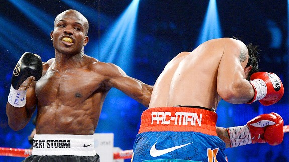 Bradley uitlized a left hook to the body in an attempt to keep Pacquiao in front of him and tire the champion out in the later rounds.