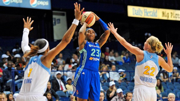 Cappie Pondexter, Eshaya Murphy, Courtney Vandersloot