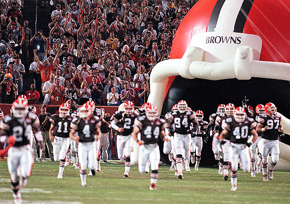 1999 Cleveland Browns play first game as expansion team.