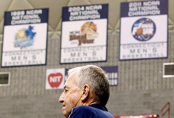 Jim Calhoun retires from UConn photo