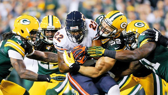 Matt Forte swarmed by Green Bay Packers defenders