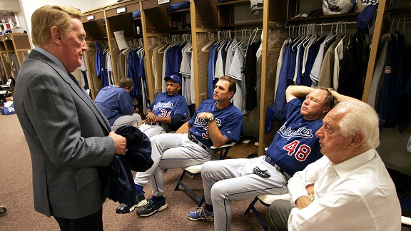 Vin Scully talks to Tommy Lasorda and the coaching staff