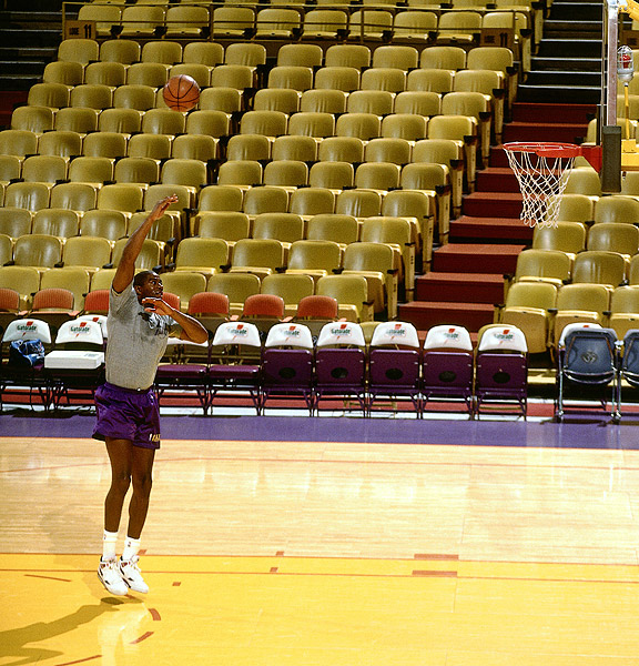 Magic Johnson practices at the Forum in 1994