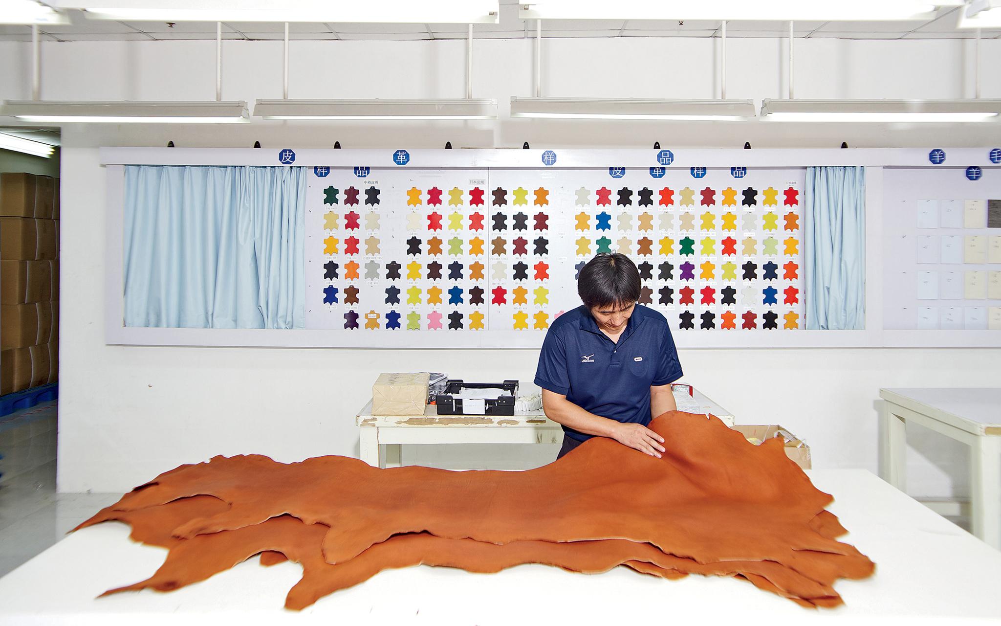 Mizuno Baseball Glove Factory - How It s Made  Baseball Gloves - ESPN e2df5c96798e