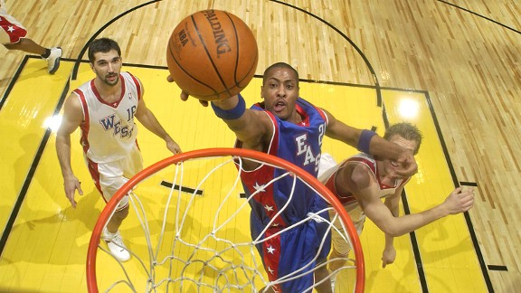 Jamaal Magloire at the All-Star Game in 2004