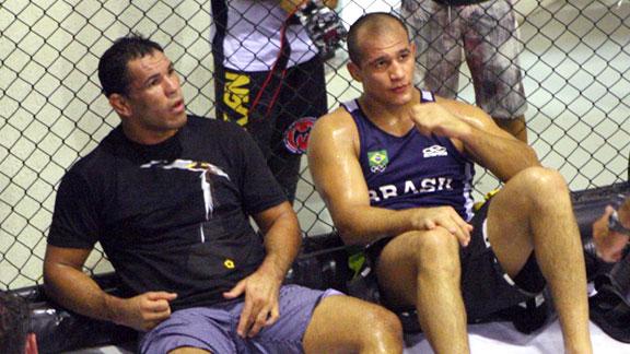 Antonio Rodrigo Nogueira and Junior dos Santos
