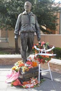 Darrell K Royal statue
