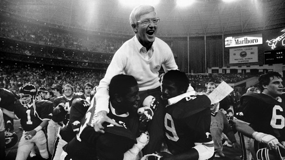 Lou Holtz with the Arkansas Razorbacks at the 1982 Bluebonnet Bowl