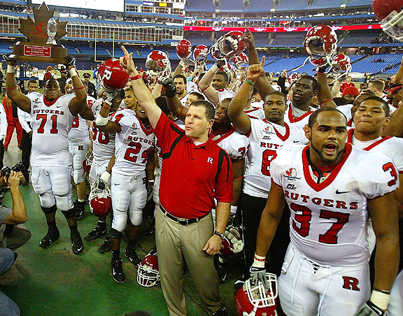 Greg Schiano with the Rutgers Scarlet Knights in 2008 at the International Bowl