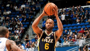 Jamaal Tinsley of the Utah Jazz