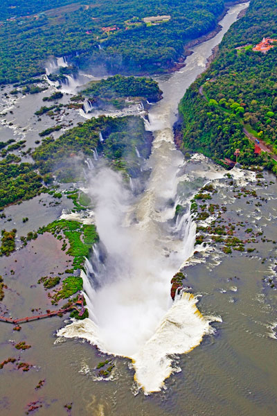 The Iguau Falls are taller than Niagara, climb to as high as 270 feet, and stretch for as far as 1.7 miles.