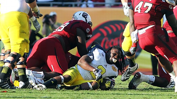 Jadeveon Clowney hitting Vincent Smith in the South Carolina Gamecocks/Michigan Wolverines game at the Outback Bowl.