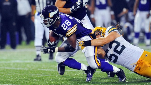 Clay Matthews tackles Adrian Peterson