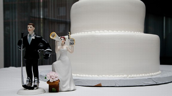 It was no ordinary cake for Andy and Kelly's wedding. Their passion for hockey shined in their cake toppers.