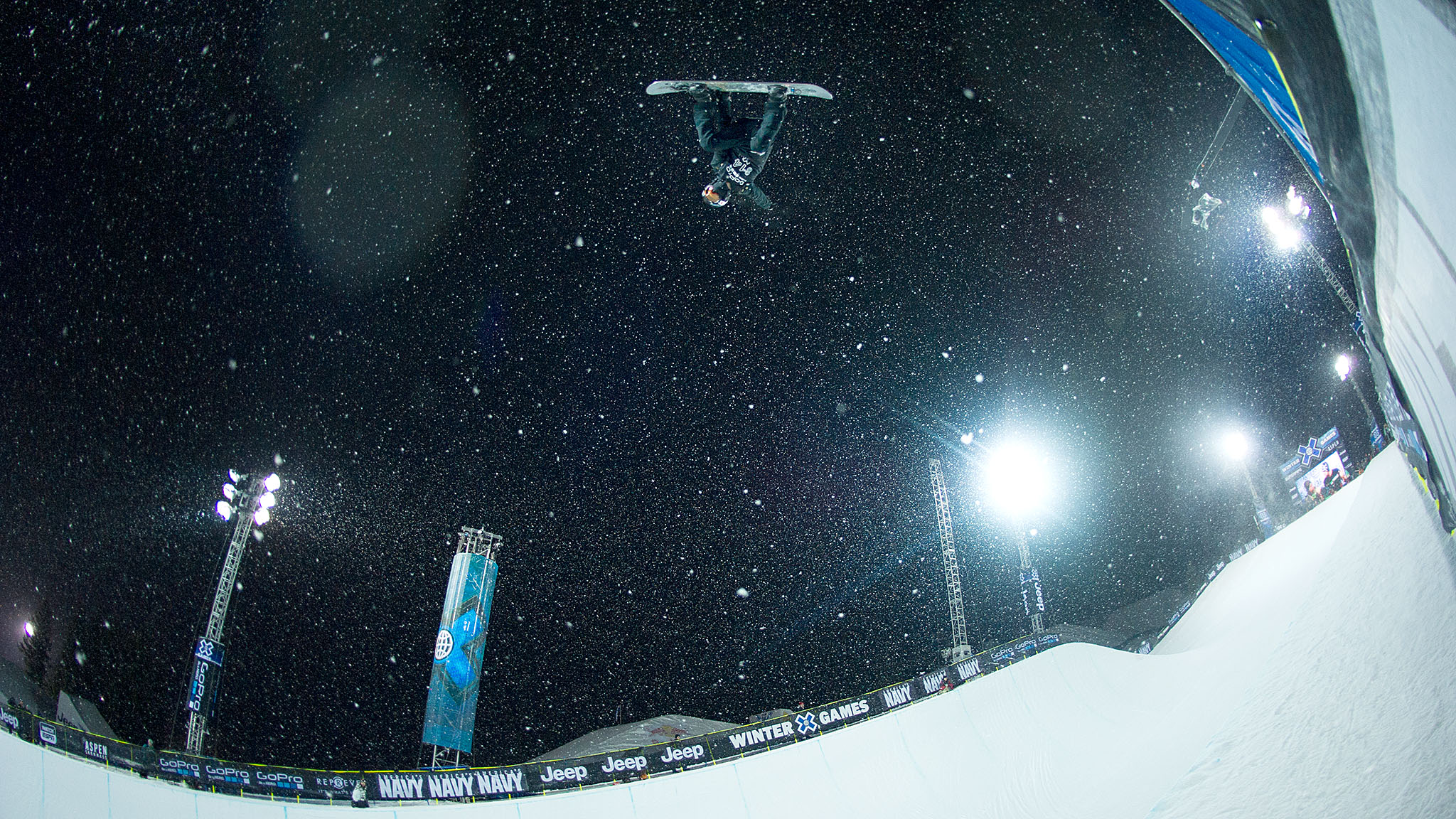 Shaun White's first run proved enough to get him into the SuperPipe final, where he will try to defend his title.