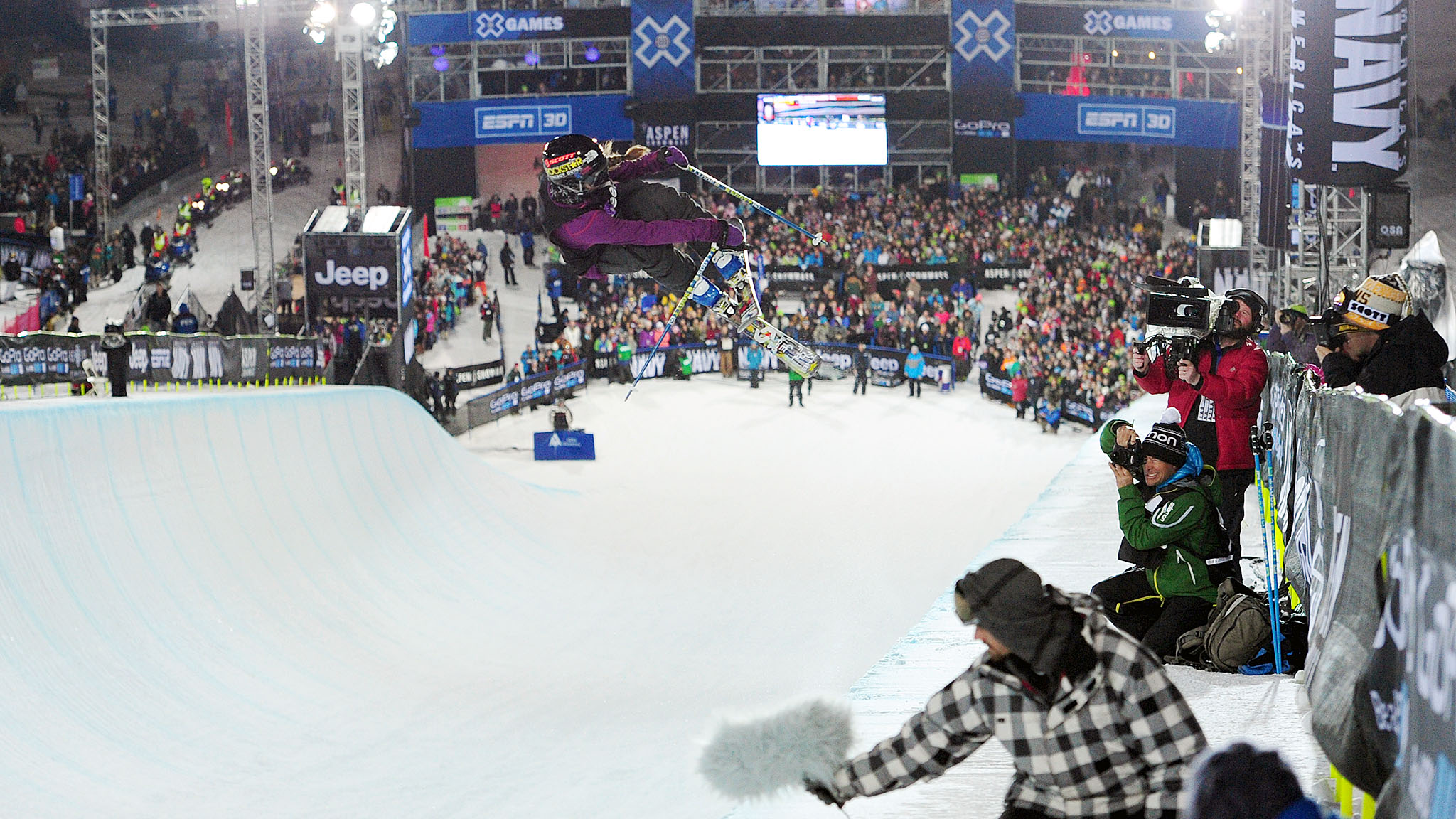 Maddie Bowman unseated defending champ Roz Groenewoud in the SuperPipe to take home her first X Games gold.