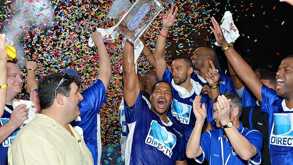 Michael Strahan coached the blue team to a victory at DIRECTV'S Celebrity Beach Bowl on Saturday.